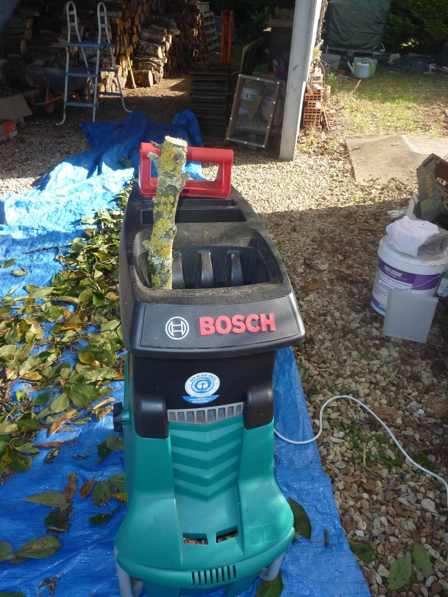 Broyeur de v g taux bosch axt 25 tc jardin shevarezo blog - Broyeur bosch axt 25 tc ...