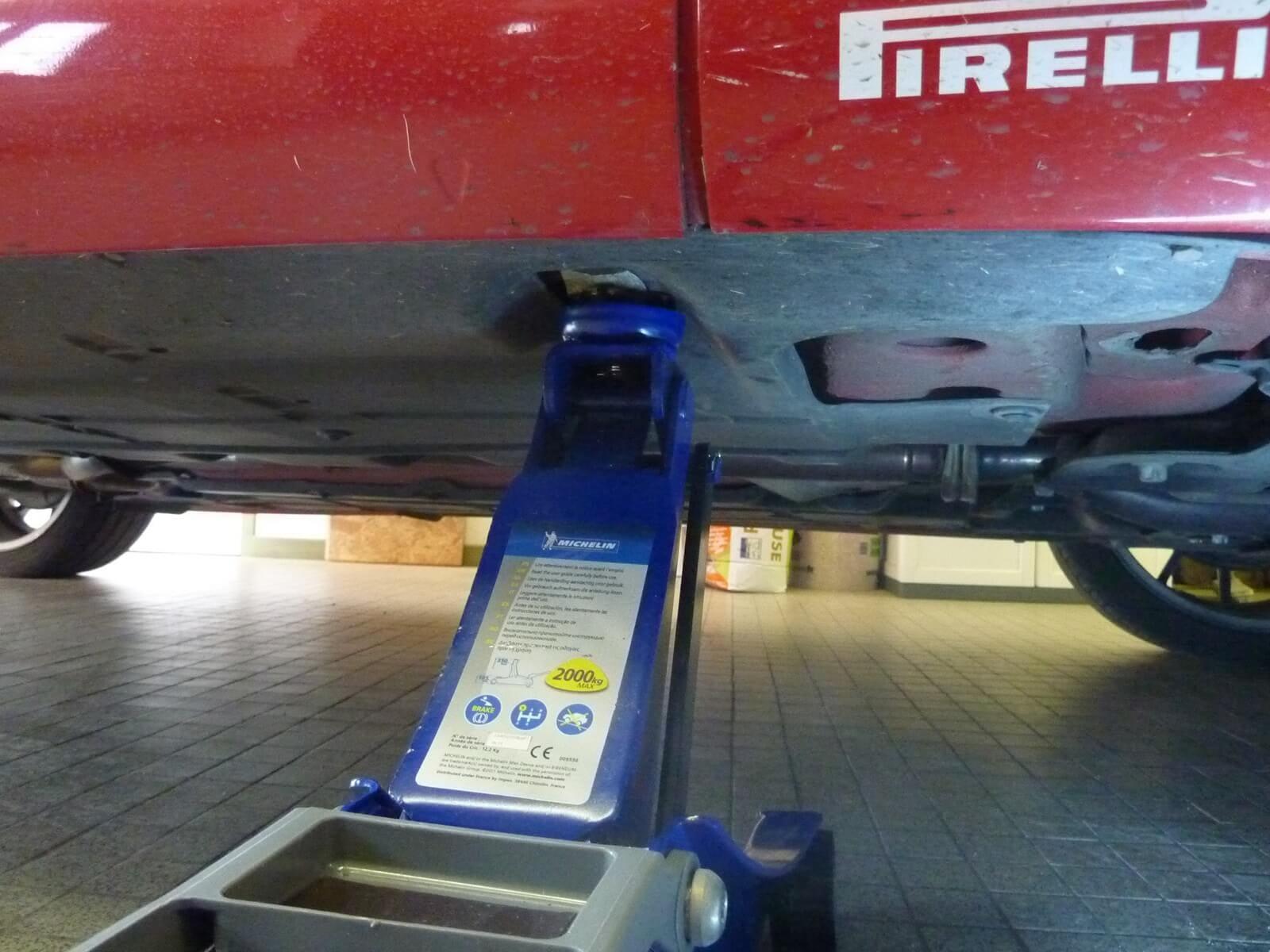 Faire la vidange moteur et filtre à huile sur une Fiat Punto ...
