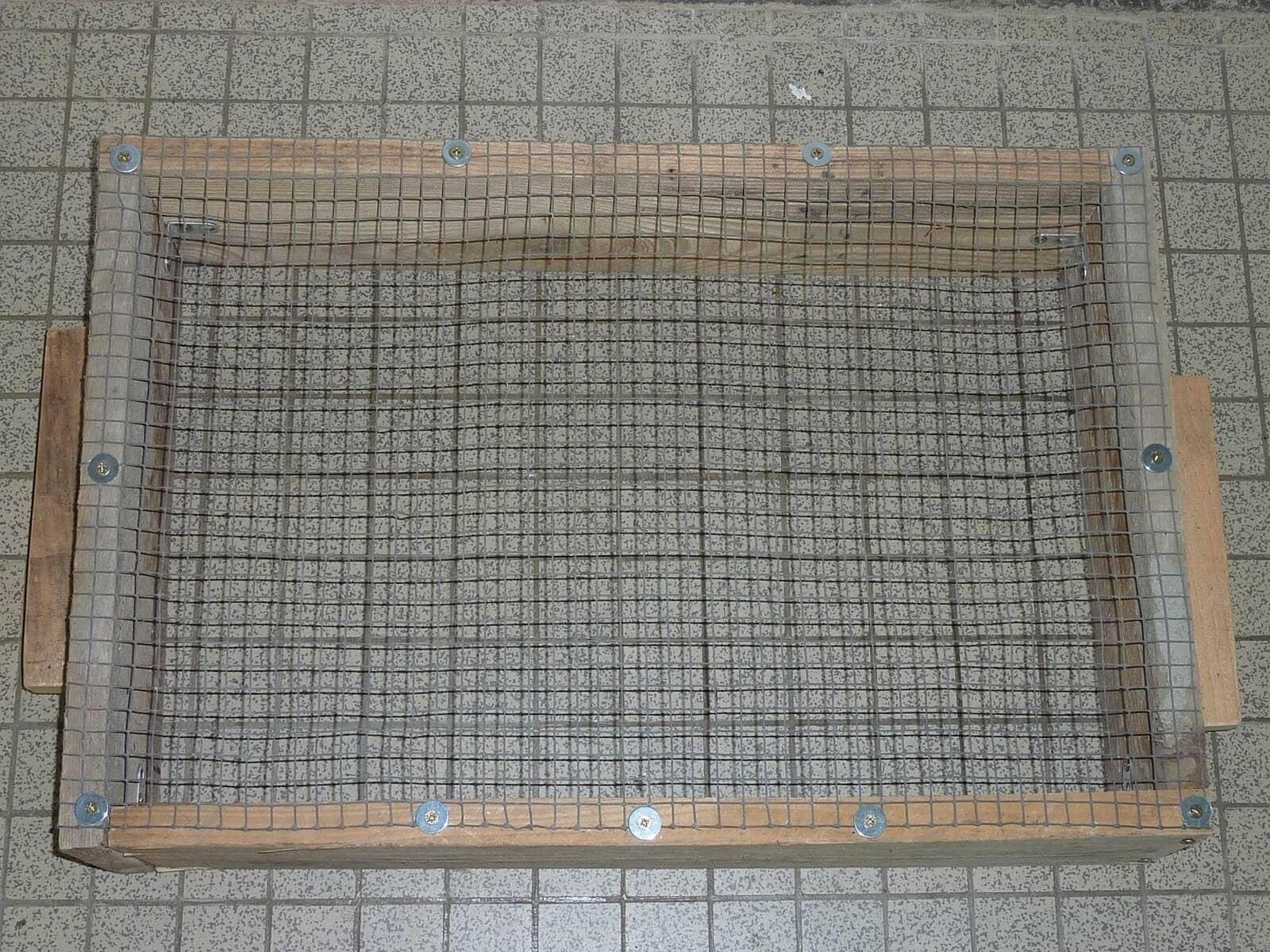 Construire un tamis facilement bricolage shevarezo blog for Cendre de bois jardin
